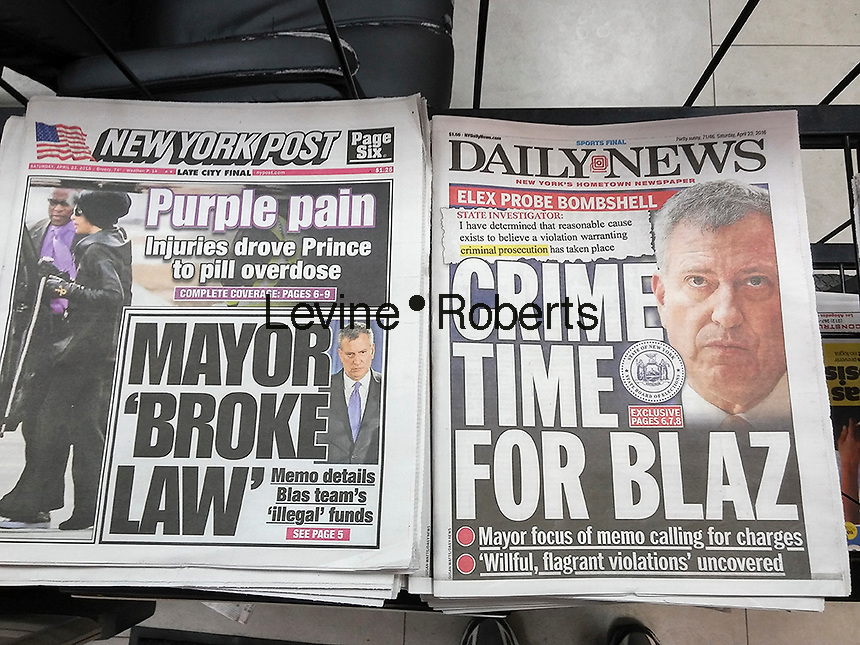 Front pages of New York newspapers on Saturday, April 23, 2016 report on New York Mayor Bill de Blasio's alleged campaign irregularities.  (© Richard B. Levine)