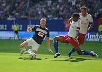 Fussball Bundesliga Saison 2011/2012 2. Spieltag Hamburger SV - Hertha BSC Berlin V.l.: Christian LELL (Hertha BSC), Michael MANCIENNE (HSV), Heiko WESTERMANN (HSV).