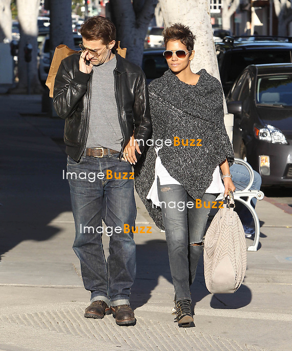HALLE BERRY & OLIVIER MARTINEZ - Halle Berry and Olivier Martinez take hit the shops... just days after her Golden Globes disaster..Maybe landing on the worst dressed list at the Golden Globes has inspired her to spruce up her wardrobe..Halle Berry was spotted on Friday walking alongside French beau Olivier Martinez on the trendy shopping strip Abbot Kinney in Venice Beach, Los Angeles, California. Not joining the pair was Halle's 4-year-old daughter Nahla, who has been caught in the middle of a nasty custody dispute with her father Gabriel Aubry..Olivier played the doting boyfriend, carrying several large bags as the couple of two years strolled arm in arm. Los Angeles, January 18, 2013............
