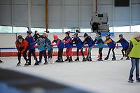 SCHAATSEN: LEEUWARDEN: 26-10-2016, Elfstedenhal, Schoolschaatsen, kinderen van basisschool Wiarda uit Goutum kregen schaatsles, ©foto Martin de Jong