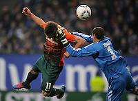 FUSSBALL   1. BUNDESLIGA   SAISON 2011/2012   22. SPIELTAG Hamburger SV - Werder Bremen       18.02.2012 Markus Rosenberg (li, SV Werder Bremen) gegen Torwart Jaroslav Drobny (re, Hamburger SV)