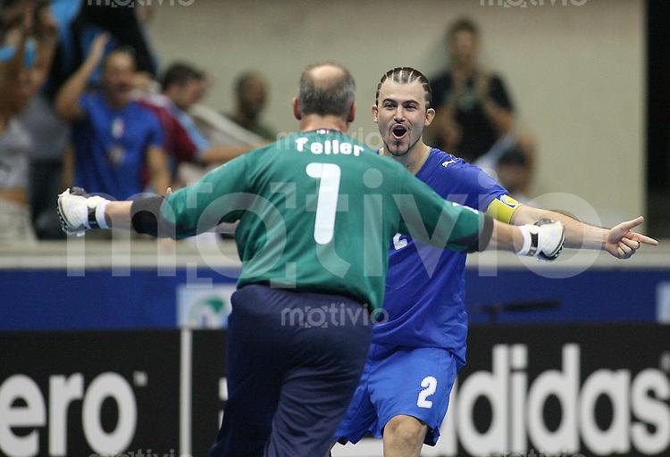 Fussball  International  FIFA  FUTSAL WM 2008   04.10.2008 Vorrunde Gruppe B Italia - Portugal Italien - Portugal GRANA (ITA) und Alexandere FELLER (ITA) bejubeln das 2:0