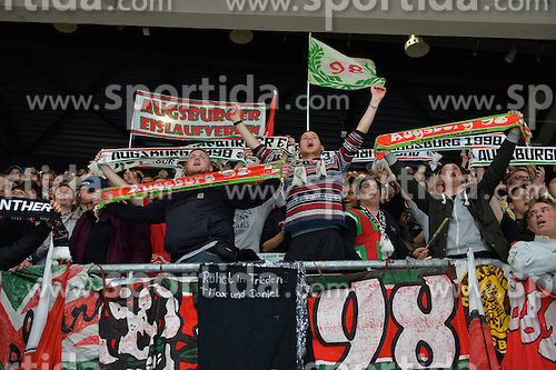 02.10.2015, Curt Frenzel Stadium, Augsburg, GER, DEL, Augsburger Panther vs Hamburg Freezers, 7. Runde, im Bild Jubel der Fans der Augsburger Panther<br />