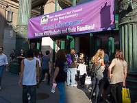 Bed Bath and Beyond in New York welcomes New York University students to their store to shop to furnish their dorm rooms on Sunday, August 30, 2009. NYU provided buses and assistance to the students as they were sheparded back and forth from the store to the various dorms. (© Richard B. levine)
