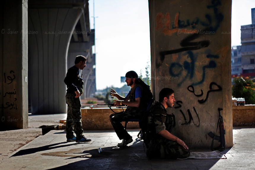 A Free Syria Army soldier prays before moving out to his designated fighting position in Aleppo city. September 26, 2012...© Javier Manzano..