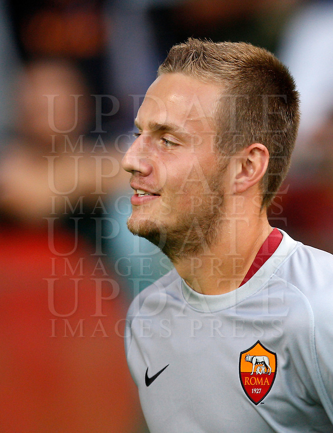 Calcio, amichevole Roma vs Fenerbahce. Roma, stadio Olimpico, 19 agosto 2014.<br /> Roma goalkeeper Tomas Svedkauskas, of Lithuania, arrives for the team's presentation, prior to the friendly match between AS Roma and Fenerbahce at Rome's Olympic stadium, 19 August 2014.<br /> UPDATE IMAGES PRESS/Riccardo De Luca