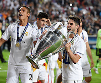 FUSSBALL  CHAMPIONS LEAGUE  FINALE  SAISON 2013/2014  24.05.2013 Real Madrid - Atletico Madrid JUBEL Real Madrid; Isco (re) und Raphael Varane mit Pokal