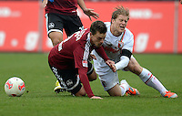 FUSSBALL   1. BUNDESLIGA  SAISON 2012/2013   8. Spieltag 1. FC Nuernberg - FC Augsburg       21.10.2012 Hanno Balitsch (li, 1 FC Nuernberg) gegen Marcel de Jong (FC Augsburg)