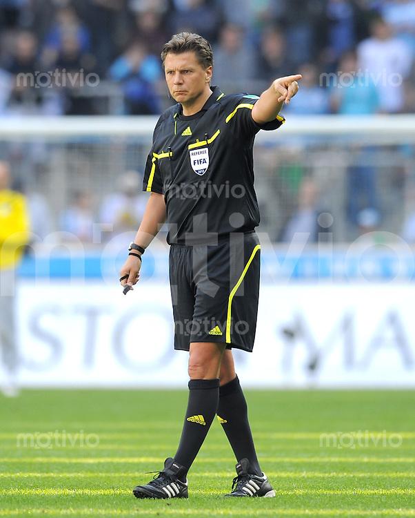 Fussball 2. Bundesliga:  Saison   2011/2012,    26. Spieltag  TSV 1860 Muenchen - SpVgg Greuther Fuerth   17.03.2012 Schiedsrichter Thorsten Kinhoefer