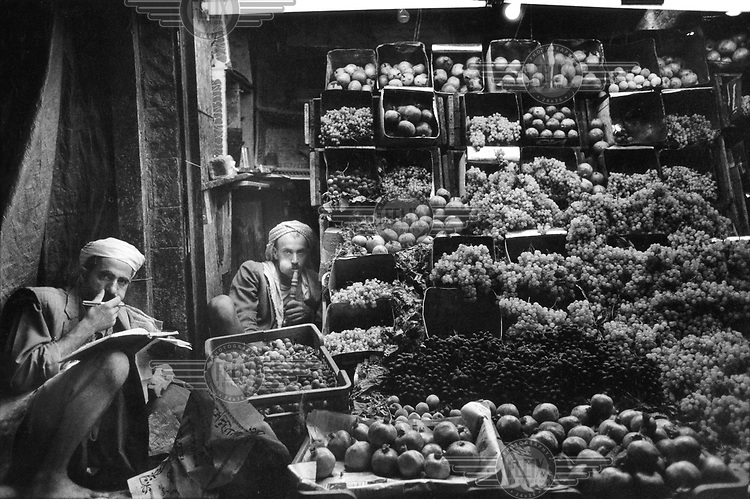 © Tim Dirven / Panos Pictures..San'a, YEMEN..Fruit sellers in their shop in the city centre chewing quat. At noon, life stops in Yemen, so that the men can satisfy their addiction.