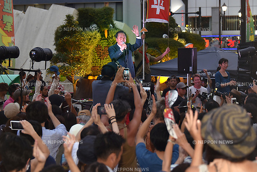 July 8, 2016, Tokyo, Japan - Ichiro Ozawa, Japans veteran lawmaker and co-leader of the opposition People's Life Party & Taro Yamamoto and Friends, makes his last campaign pitch for independent candidate Yohei Miyake during a street rally in Tokyo on Friday, July 8, 2016. Japanese voters go to the polls on Sunday, casting their ballots to elect half of the 242 seats in the upper chamber of the parliament. (Photo by Natsuki Sakai/AFLO) AYF -mis-