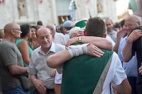 """Siena 02/07/2013: Palio di Siena. Il palio del mese di Luglio è dedicato alla festa di Santa Maria di Provenzano. In ogni Palio prendono parte massimo 10 delle 17 contrade presenti nella città. La scelta viene estratta a sorte. La contrada dell'Oca si è aggiudicato il Palio con il cavallo """"Guess"""" guidato dal fantino Giovanni Atzeni conosciuto come """"Tittia"""".  Nella foto dei contradaioli dell'Oca esultano per la vittoria  Foto Adamo Di Loreto/BuenaVista*photo"""