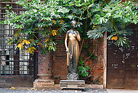 View from the front of statue of Juliet, 1960s, by Nereo Constantini,  Juliet's House, Verona, Italy. The romantic bronze statue dedicated to the young girl stands in the inner courtyard of her supposed house. Shakespeare's play 'Romeo and Juliet' is based around two feuding 14th century Veronese families. Picture by Manuel Cohen.
