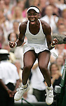 Tennis All England Championships Wimbledon Venus Williams (USA) jubelt nach ihrem Sieg ueber Lindsay Davenport (USA).