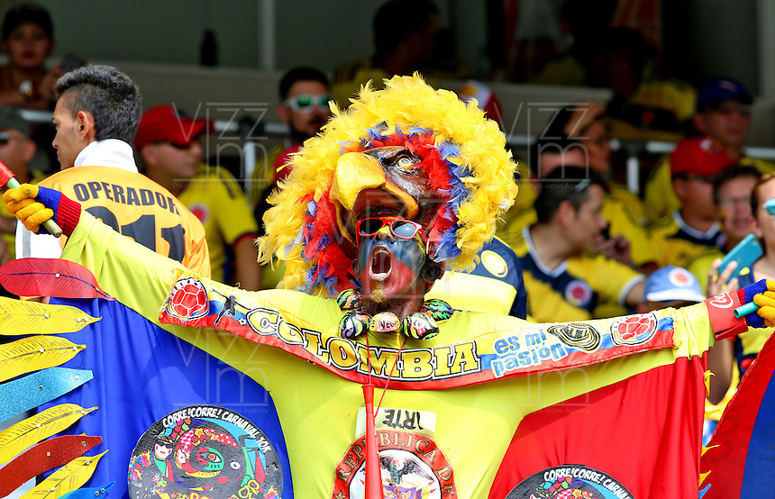 BARRANQUILLA - COLOMBIA -29-03-2016: Un hincha de Colombia anima a su equipo previo previo al partido entre Colombia y Ecuador de la fecha 6 para la clasificación sudamericana a la Copa Mundial de la FIFA Rusia 2018 jugado en el estadio Metropolitano Roberto Melendez en Barranquilla./  A fan cheer for their team prior a match between Colombia and Ecuador of the date 6 for the qualifier to FIFA World Cup Russia 2018 played at Metropolitan stadium Roberto Melendez in Barranquilla. Photo: VizzorImage / Ivan Valencia / Cont