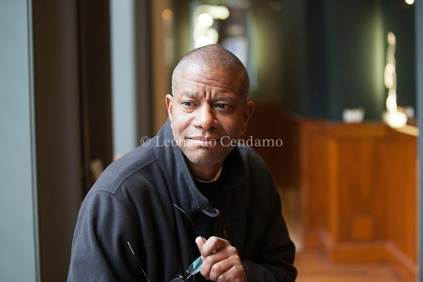 Paul Beatty (born 1962) is an author from the United States of America. In 2016, he won the National Book Critics Circle Award and the Man Booker Prize for his novel The Sellout. It was the first time a writer from the United States was honored with the Man Booker. Lo scrittore americano Paul Beatty ha vinto il Man Booker Prize per il suo romanzo The Sellout, pubblicato in italiano da Fazi con il titolo Lo Schiavista, nella traduzione di Silvia Castoldi. Milano 20 novembre 2016. © Leonardo Cendamo