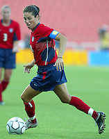 20 August 2004:    Julie Foudy in action against Japan during the quarterfinals at Kaftanzoglio Stadium in Thessaloniki, Greece.     USA defeated Japan, 2-1 .   Credit: Michael Pimentel / ISI