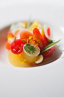 Belgique, Flandre-Occidentale, Bruges: Restaurant: Zeno , variation sur les  tomates bio recette du    Reinout Reniere, Restaurant  Zeno Vlamingstraat 53