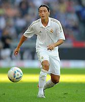 FUSSBALL   INTERNATIONAL   SAISON 2011/2012   TESTSPIEL Herha BSC Berlin - Real Madrid         27.07.2011      Mesut OEZIL (Real Madrid) Einzelaktion am Ball