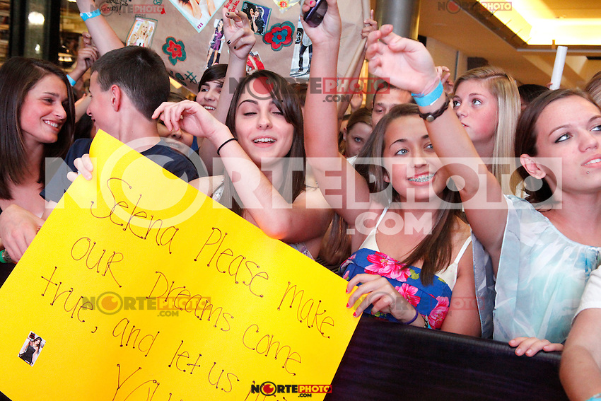 Fans pictured at a meet and greet with Selena Gomez at the King Of Prussia Mall in King Of Prussia, Pa for Monte Carlo  on June 20, 2011  &copy; Star Shooter / MediaPunchInc / NortePhoto.com.<br />