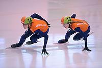 SCHAATSEN: DORDRECHT: 11-10-2015, Invitation Cup Shorttrack, Jorien ter Mors (NED #14), Lara van Ruijven (NED #15), ©foto Martin de Jong