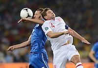 FUSSBALL  EUROPAMEISTERSCHAFT 2012   VIERTELFINALE England - Italien                     24.06.2012 Federico Balzaretti (li, Italien) gegen Steven Gerrard (re, England)