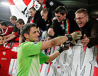 FUSSBALL   DFB POKAL   SAISON 2011/2012  ACHTELFINALE  21.12.2011 VfB Stuttgart - Hamburger SV Schlussjubel VfB Stuttgart;  VfB Fans in der Cannstatter Kurve feiern  Torwart Sven Ulreich