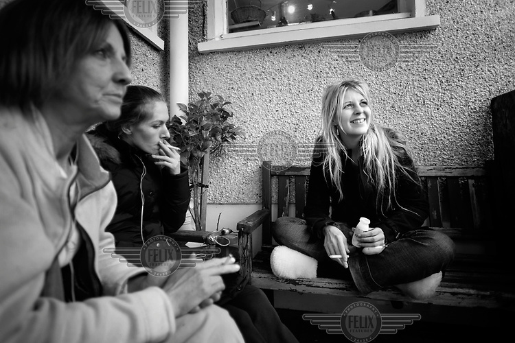 Rona (right) sits with two of the other girls who are coming clean from heroin. Rona from Gourock is a heroin addict and one of six women who was accepted on a pioneering trial in Glasgow of NET (NeuroElectric Therapy) a drug free detox device that reduces cravings and withdrawal symptoms using a small electric current.