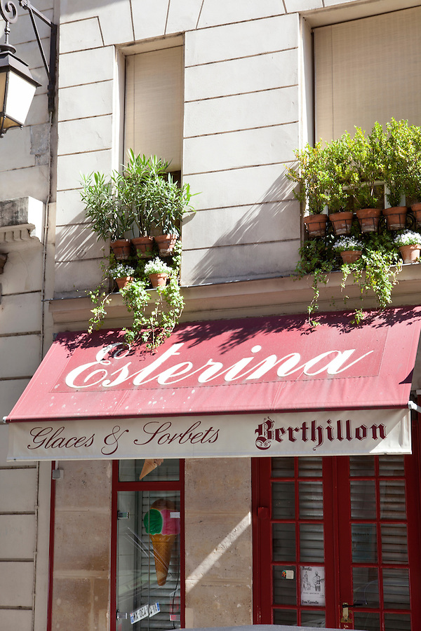 Ice cream shop Esterina,<br /> Rue Saint-Louis en L'ile, Ile Saint-Louis, Paris, France, Europe