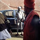 Haridwar 11-13.02.2010 India..The Maha (Great) Kumbh Mela in Haridwar. Pilgrims and Sadhus in great number from around India visit here to bath at the banks of the river Ganges. They belive that a holy dip in sacred river during Maha Kumbh takes human out of the circle of life and death. Sadhu..photo Maciej Jeziorek/Napoimages..Haridwar 12.02.2010 Indie.Kumbh Mela ( Swieto Dzbana ). Pielgrzymi i Sadhu ( Swieci - hinduscy wedrowni asceci) przybywaja tu zanurzyc sie w Gangesie. Wierza oni, ze pozwoli im to wyrwac sie z cyklu narodzin i smierci..fot. Maciej Jeziorek/Napoimages.