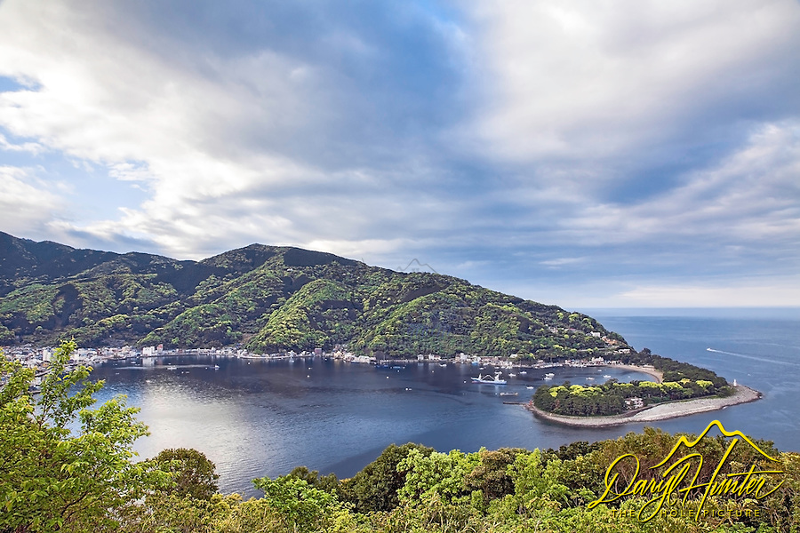 Heda Port, this is a beautiful little fishing harbor on the Izu Peninsula.