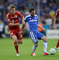FUSSBALL   SAISON 2011/2012   CHAMPIONS LEAGUE FINALE FC Bayern Muenchen - FC Chelsea  19.05.2012 Toni Kroos (li, FC Bayern Muenchen) gegen Juan Mata (re, FC Chelsea)