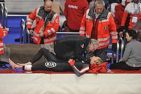 SPEED SKATING: INZELL: 04-12-2015, Max Aicher Arena, ISU World Cup, diepe vleeswond voor Ted-Jan Bloemen (CAN), hij wordt getroost door zijn vader, ©foto Martin de Jong