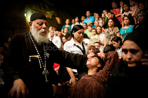 At the end of the Thursday sermon, Father Samaan heads to the first rows of the church where Copts and Muslims came especially to be delivered from the devil which gnaws them. <br />