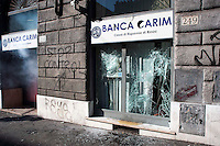 Roma  15 Ottobre 2011.Manifestazione contro la crisi e l'austerità.Le vetrine di una banca distrutte.