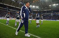 FUSSBALL   1. BUNDESLIGA   SAISON 2011/2012    9. SPIELTAG FC Schalke 04  - 1. FC Kaiserslautern                      15.10.2011 Huub STEVENS (Schalke) vor der Nordkurve in der Arena auf Schalke