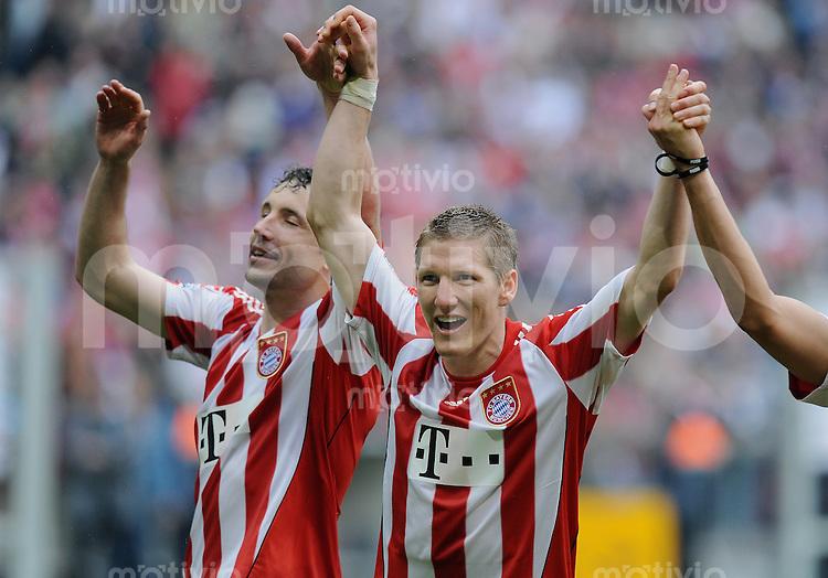 Fussball 1. Bundesliga :  Saison   2009/2010   33. Spieltag   FC Bayern Muenchen - VfL Bochum     01.05.2010 JUBEL FC Bayern:  Mark van Bommel und Bastian Schweinsteiger (v.li.)