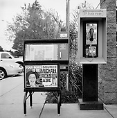 Santa Maria, California.USA.April 2005..A newspaper stand in Santa Monica advertising its coverage of the Michael Jackson trial for child abuse. The courthouse where the trial is being held is just three blocks away...Mr. Jackson, 46, denies all 10 charges against him, including child abuse. He faces up to 20 years in jail if convicted on all charges.