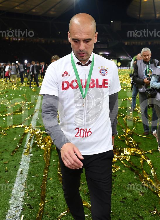 FUSSBALL  DFB POKAL FINALE  SAISON 2015/2016 in Berlin FC Bayern Muenchen - Borussia Dortmund         21.05.2016 DER FC BAYERN IST POKALIEGER 2016: Trainer Pep Guardiola (FC Bayern Muenchen)