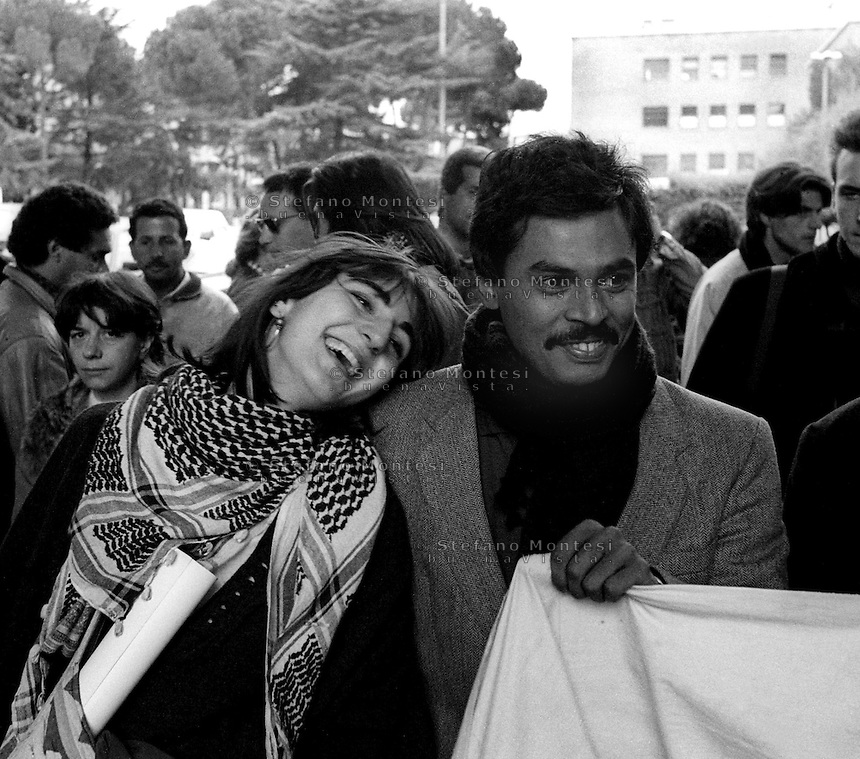 Roma  Novembre 1990.Ex Pastificio Pantanella occupato da centinaia di immigrati asiatici provenienti dal Pakistan e Bangladesh..Manifestazione degli abitanti della Pantanella, all' università La Sapienza..Rome November 1990.Ex Pastificio Pantanella occupied by hundreds of Asian immigrants from Pakistan and Bangladesh..Manifestation of the inhabitants of Pantanella, at 'La Sapienza university