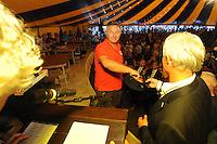 SKÛTSJESILEN: GROU: 17-07-2015, Traditionele loting voor de wedstrijden bij De Veenhoop en Earnewâld, Douwe Azn Visser (Grou), ©foto Martin de Jong