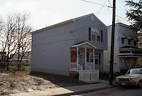 1995 March 01.Redevelopment.Huntersville 1&2 (R-70)..FRONT EXTERIOR.1310 FACTORY STREET...NEG#.NRHA#..