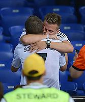 FUSSBALL  EUROPAMEISTERSCHAFT 2012   VORRUNDE Niederlande - Deutschland       13.06.2012 Bastian Schweinsteiger (li, Deutschland) umarmt Daniel Baier (FC Augsburg) nach Spielende