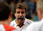 Handball Maenner Laenderspiel, Nationalmannschaft Deutschland - Schweden (31:31) Preussag Arena Hannover (Germany) Heiner Brand, Bundestrainer Deutschland schreit, erregt