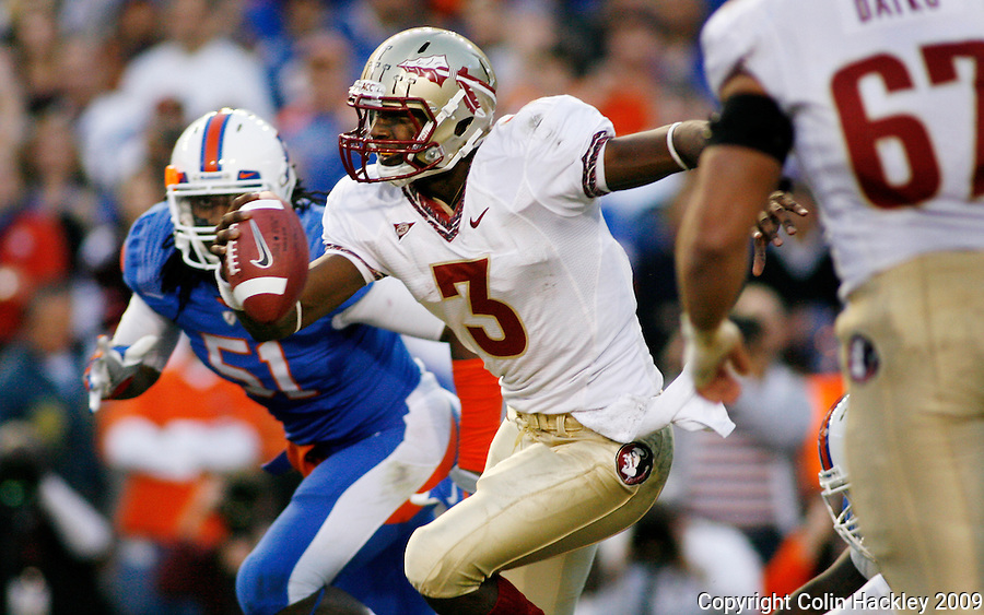 GAINESVILLE, FL 11/28/09-FSU-UF FB09 CH20-Florida State's EJ Manuel scrambles as Florida's Mike Williamson during second half action Saturday at Florida Field in Gainesville. .COLIN HACKLEY PHOTO