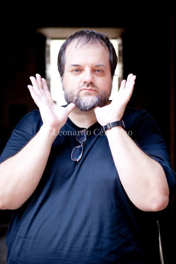 Andrea Cortellessa (Roma, 1968) è un critico letterario italiano, storico della letteratura e professore associato all'Università Roma Tre presso il DAMS, dove insegna Letterature Comparate e Storia della Critica. Mantova, settembre 2012. © Leonardo Cendamo