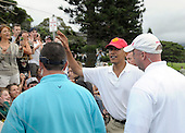 Kailua, Hawaii - December 29, 2008 -- United States President-elect Barack Obama waves to well-wishers beside the 18th hole in Kailua, Hawaii on Monday, December 29, 2008. Obama and his family arrived in his native Hawaii December 20 for the Christmas holiday..Credit: Joaquin Siopack - Pool via CNP