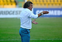 CARTAGENA-COLOMBIA, 17-02-2017. Alberto Gamero director técnico del Junior durante el partido contra Atlético Tucumán  durante encuentro  por la Copa Libertadores de América  disputado en el estadio Jaime  Morón  ./ Alberto Gamero coach  of Junior  during match  agaisnt  of Atletico  Tucuman during match for the date 3 of Copa Libertadores de America played at Jaime Moron stadium . Photo:VizzorImage / Alfonso Cervantes  / Contribuidor