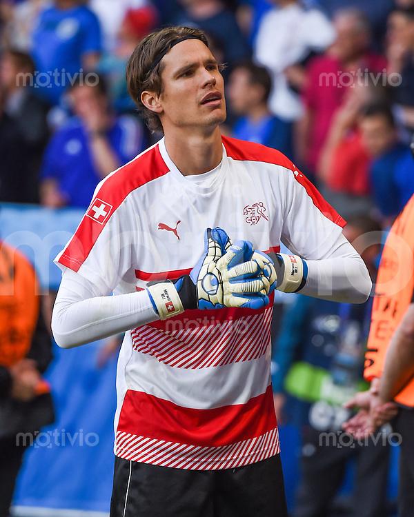 FUSSBALL EURO 2016 GRUPPE A IN LILLE Schweiz - Frankreich     19.06.2016 Torwart Marwin Hitz (Schweiz)
