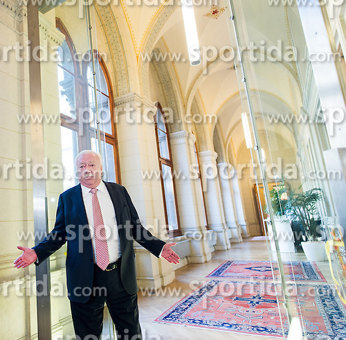 12.10.2015, Rathaus, Wien, AUT, SPÖ, Pressekonferenz nach Grem Wien-Wahl 2015. im Bild Bürgermeister von Wien Michael Häupl // during press conference of the austrian social democratic party in Vienna, Austria on 2015/10/12. EXPA Pictures © 2015, PhotoCredit: EXPA/ Michael Gruber